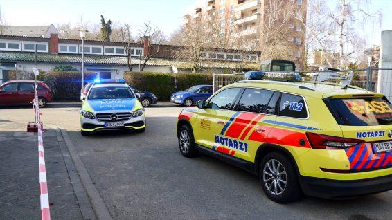 Einsatzkräfte vor Ort in der Mainstraße   Foto: M. Schülke