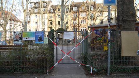 Der Spielplatz aus unserer Stichprobe ist unmissverständlich abgesperrt | Foto: M. Schülke