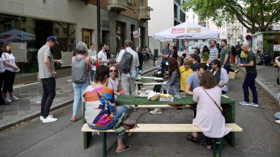 verkehrsversuch p1100069 - Fotostrecken: Hofflohmärkte und Aktionstag zur Aufenthaltsqualität im öffentlichen Raum