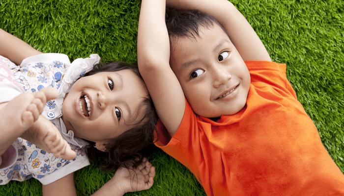 parents take pictures of happy siblings after conflicts were resolved