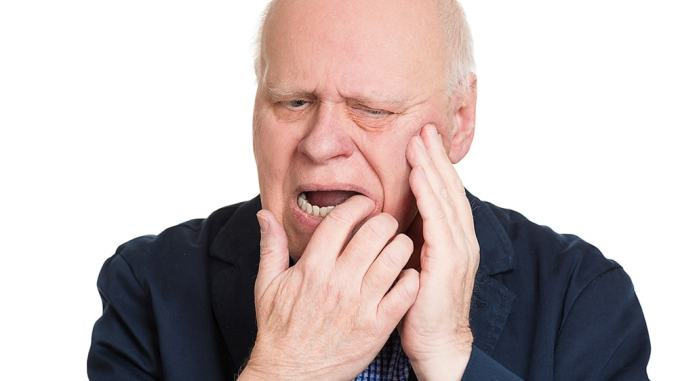 oral health problems in elderly people