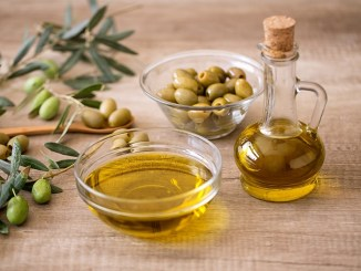 Does Extra Virgin Olive Oil Deserve The Title 'The Healthiest Oil'? 1