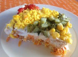 yogurtlu-etimek-salatasi