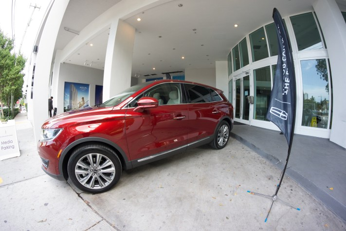 2016 LINCOLN MKX: