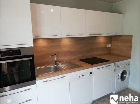 cuisine blanche laquee et plan en bois