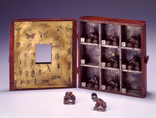 Cicada Larva Dreams, broches (1998)