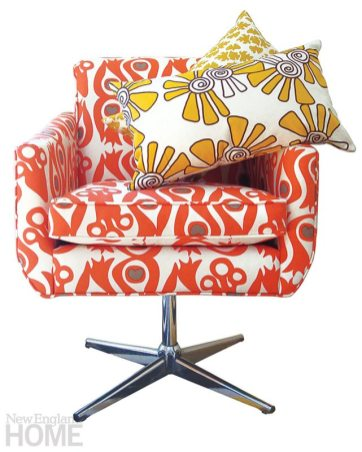 Balanced Design Peacock accent chair