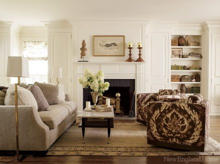 A front parlor makes a cozy space for low-key entertaining.