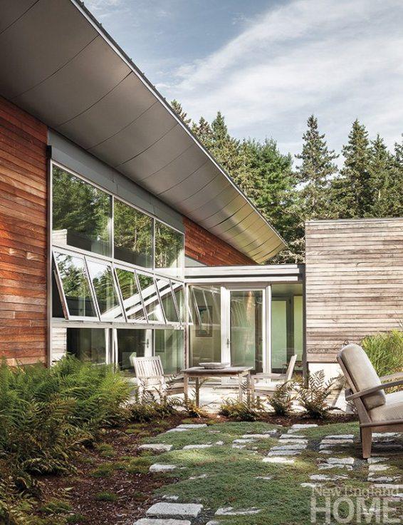 Elliot + Elliot Architecture overhang