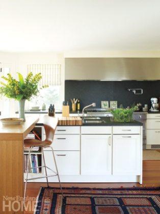 Rhode Island coast cottage kitchen