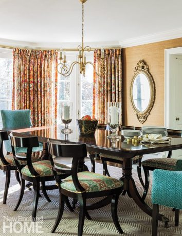 Skok paired the antique dining table, a holdover from the Battats' Needham house, with classic Greek klismos chairs.