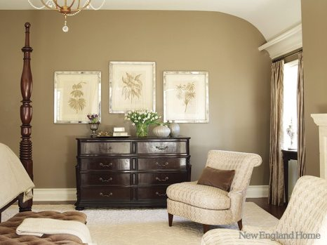 Architects Dinyar Wadia and Rob Lominski added a pleasing curve to the ceiling in the master bedroom.