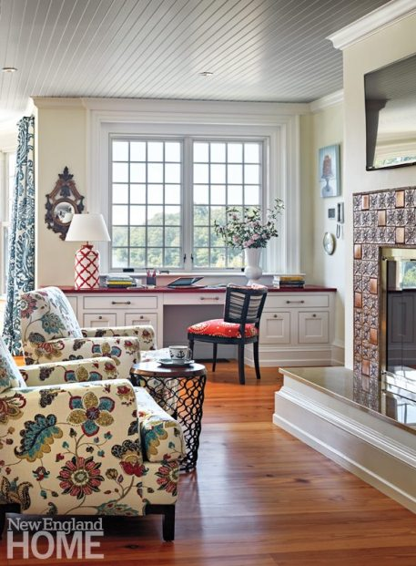 Rhode Island Shingle Style Kitchen Sitting Area