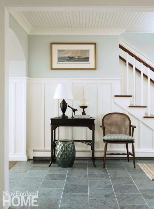 Architect Ron DiMauro deployed old-fashioned beadboard in this Rhode island entry hall