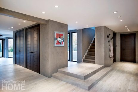 Contemporary hallway with neolith walls and wood-look ceramic floors