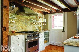 Kitchen with Yellow River granite backsplash