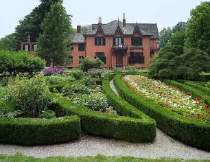 Experience Floral Exuberance: Roseland's Victorian Garden
