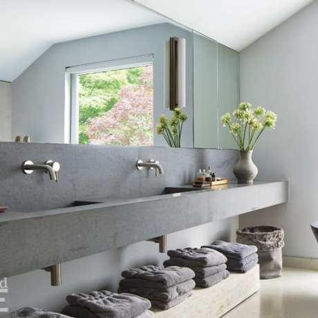 Mar Silver's Home bathroom