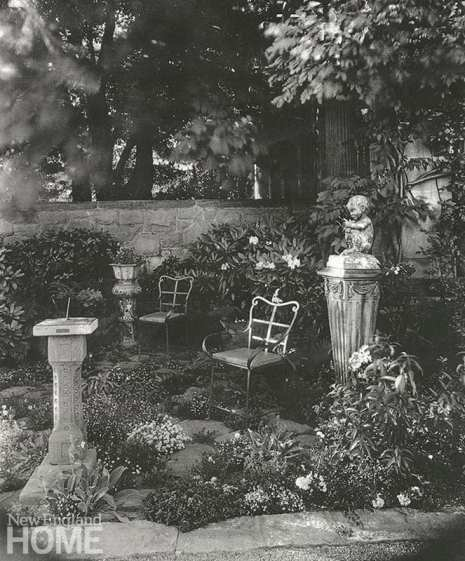Beatrix Farrand black and white garden