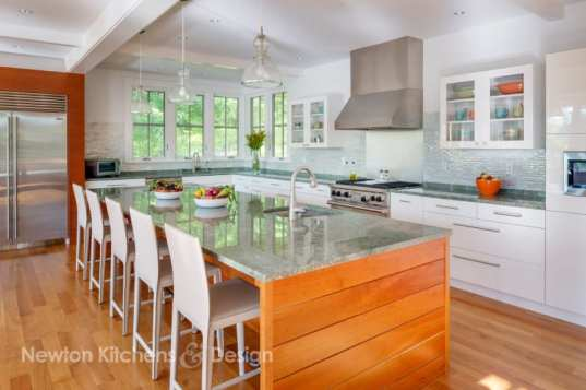 Wrapping the island in hardwood gave the design an upscale look and feel.