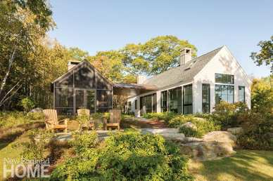 Exterior view of a contemporary home in Boothbay, Maine