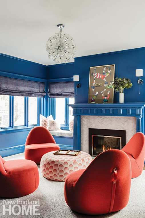 Sitting area with blue walls and orange chairs