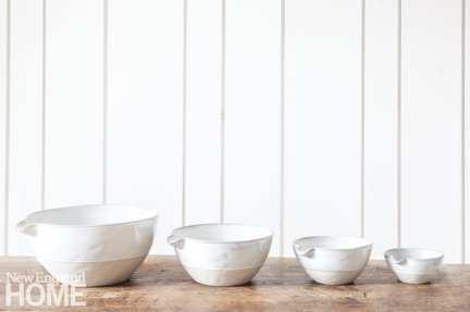 White ceramic nesting bowls