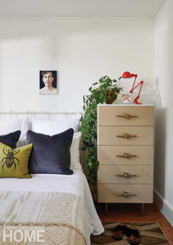 A cheerful guest room ensures the homeowners, who love to entertain, have ample space for friends and family to visit.