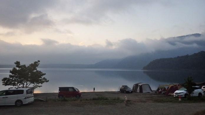 夜明けの本栖湖