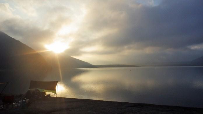 本栖湖の日の出