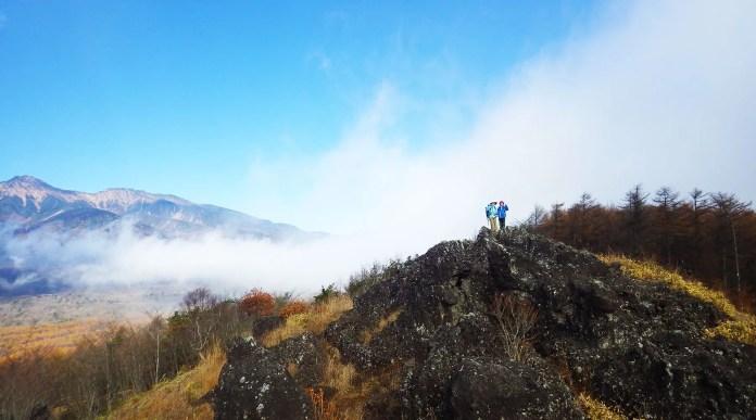 飯盛山・平沢峠登山口そばの獅子岩