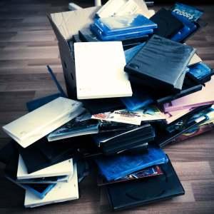 DVD | Blu-ray | storage | organization | ideas | small space | DIY | Sleeves | rangement | organisation | petit espace |