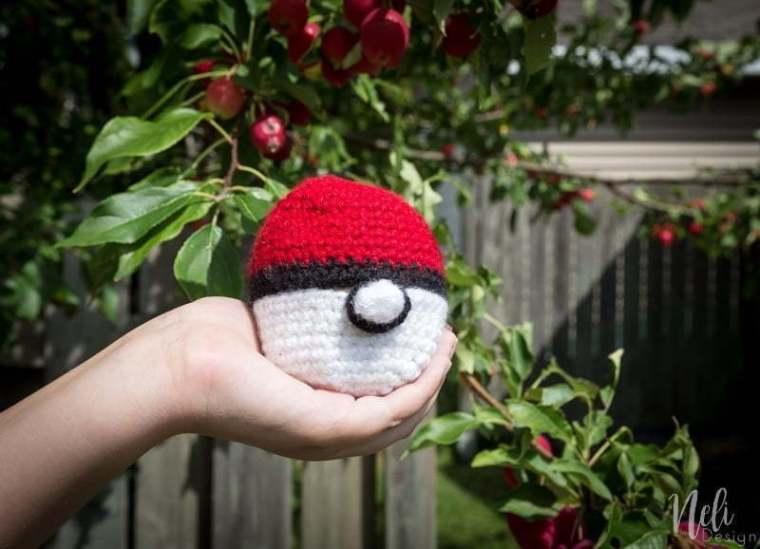 Pokeball Crochet Apple Cozy Nelidesign