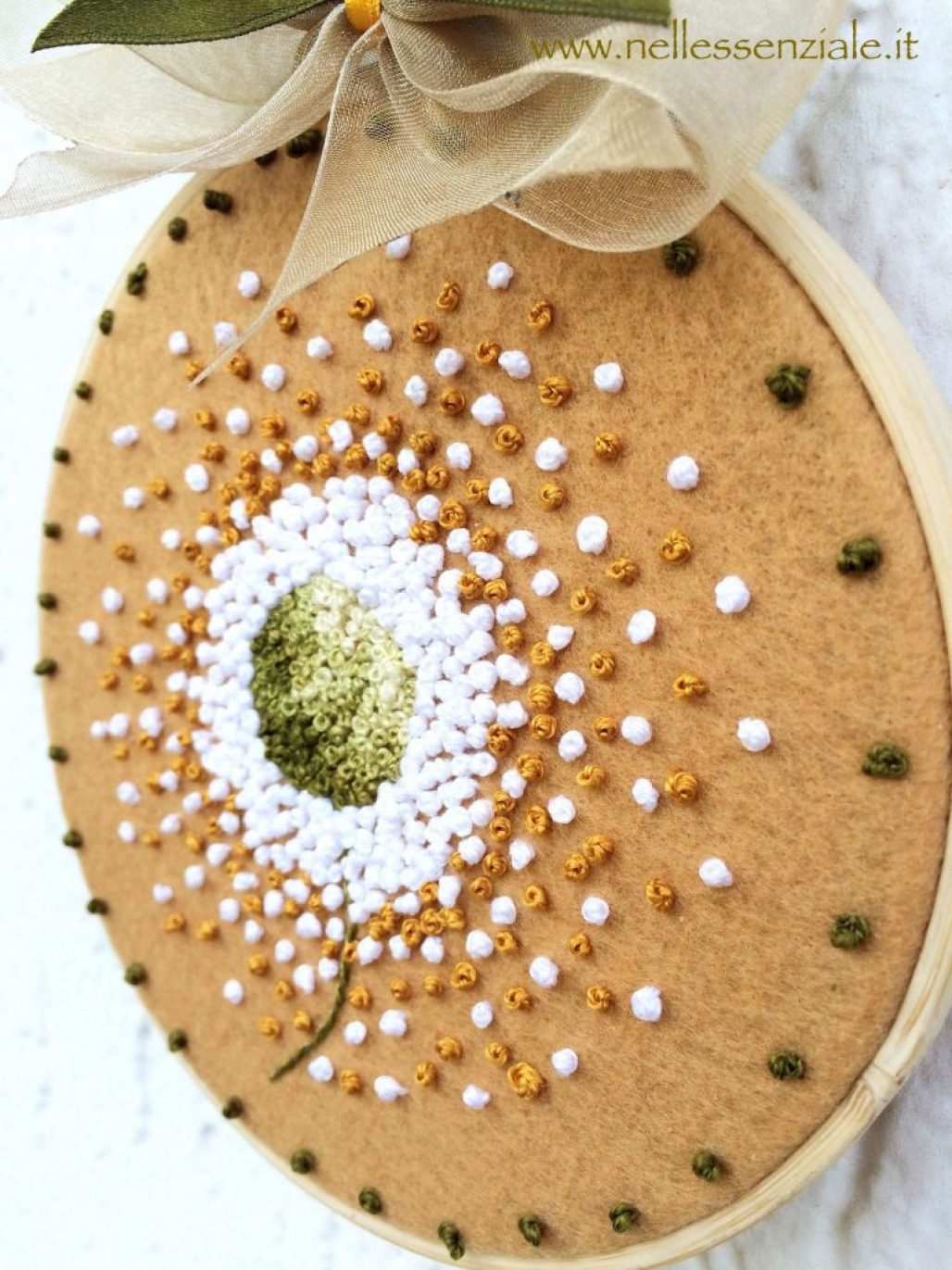 Soffione - Embroidery Hoop Art