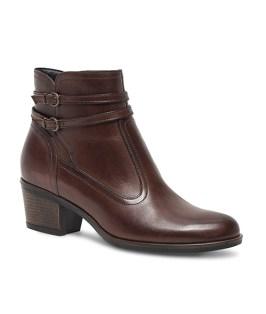 Boots en cuir marron, à double boucle, 89 euros, Eram.