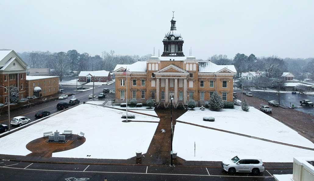 NEMiss.News Union Co Courthouse 1-11-2021 snow