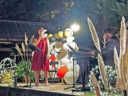 NEMiss.News Elizabeth Coombs on stage