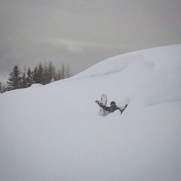 #titdeep #powdermorning #delapoudrealapapetchen4h #montana 📷@blanc_steve