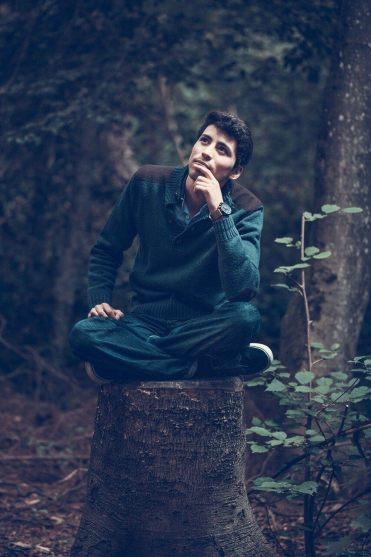 muskarac-razmisljanje-afirmacija-meditacija