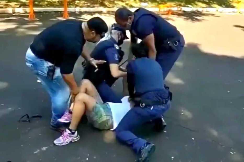Vídeo: mulher desobedece quarentena e é presa - NE Notícias
