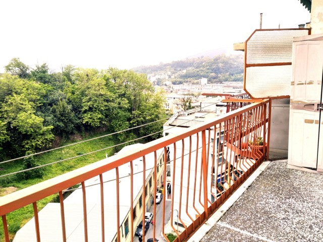 Teglia – Via Monte sei Busi – 6 vani euro 44.000