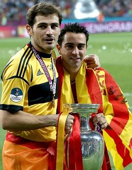 Casillas y Xavi con la Eurocopa