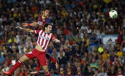 Neymar cabecea al arco supercopa