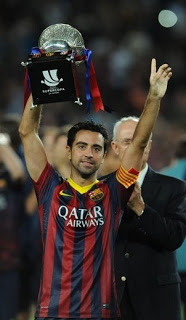 Xavi con la Supercopa 2013