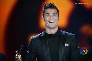 Cristiano Ronaldo recibe el premio al Jugador más valioso (MVP) de la Liga Española 2012-2013