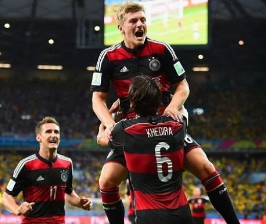 Toni Kross festeja uno de sus goles Alemania le da una paliza histórica a Brasil y es finalista