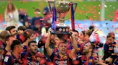 Las imágenes del adiós de Xavi Hernández en el Camp Nou
