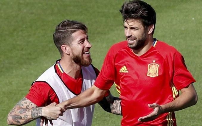 Ramos y Piqué con la roja