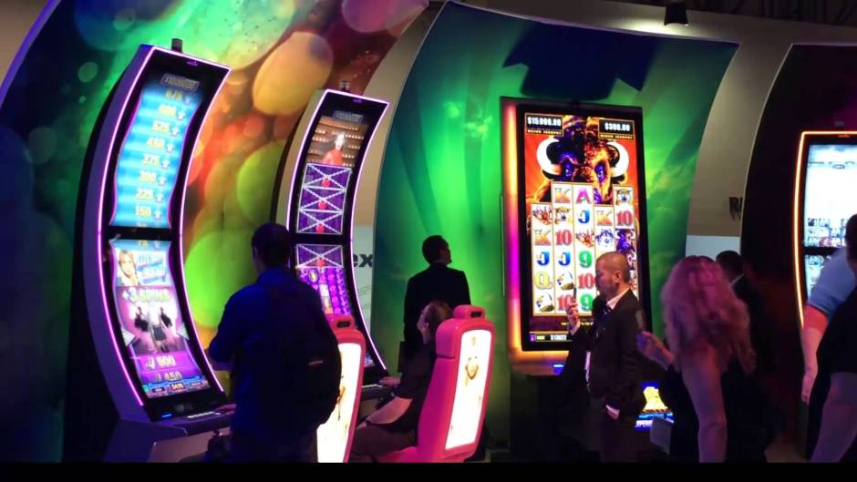 Casino machine with curved display