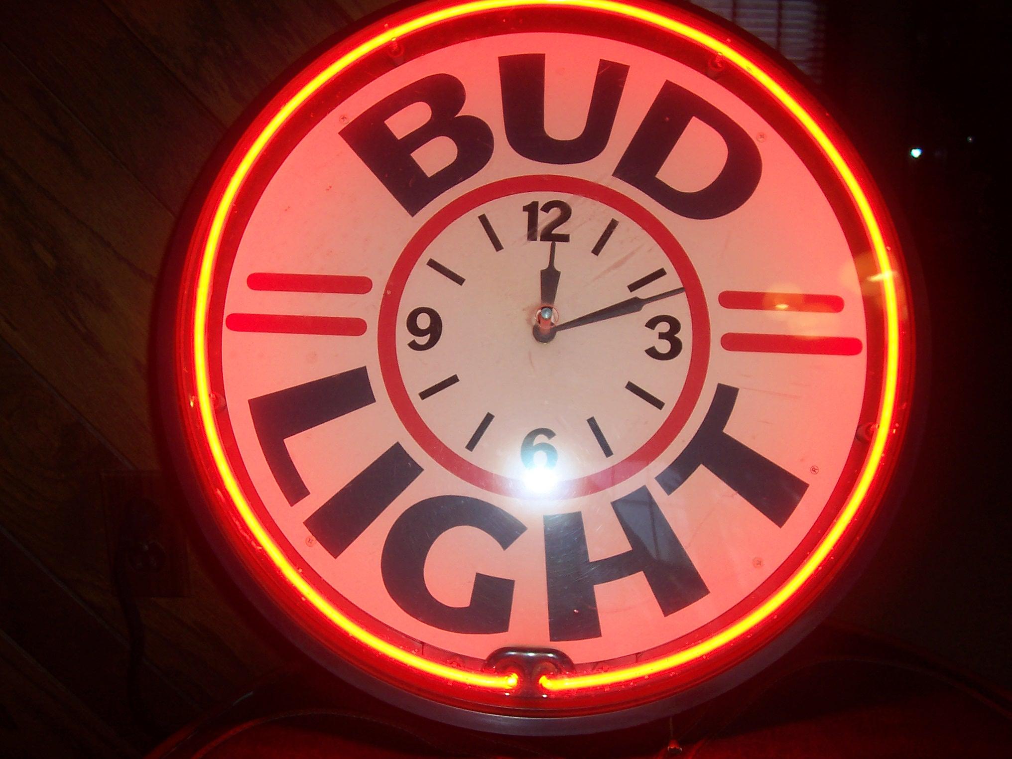 Vintage Bud Light Budweiser Neon Clock